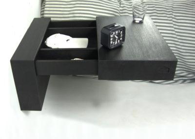 titel Sesam nachtkastje zwart eiken.