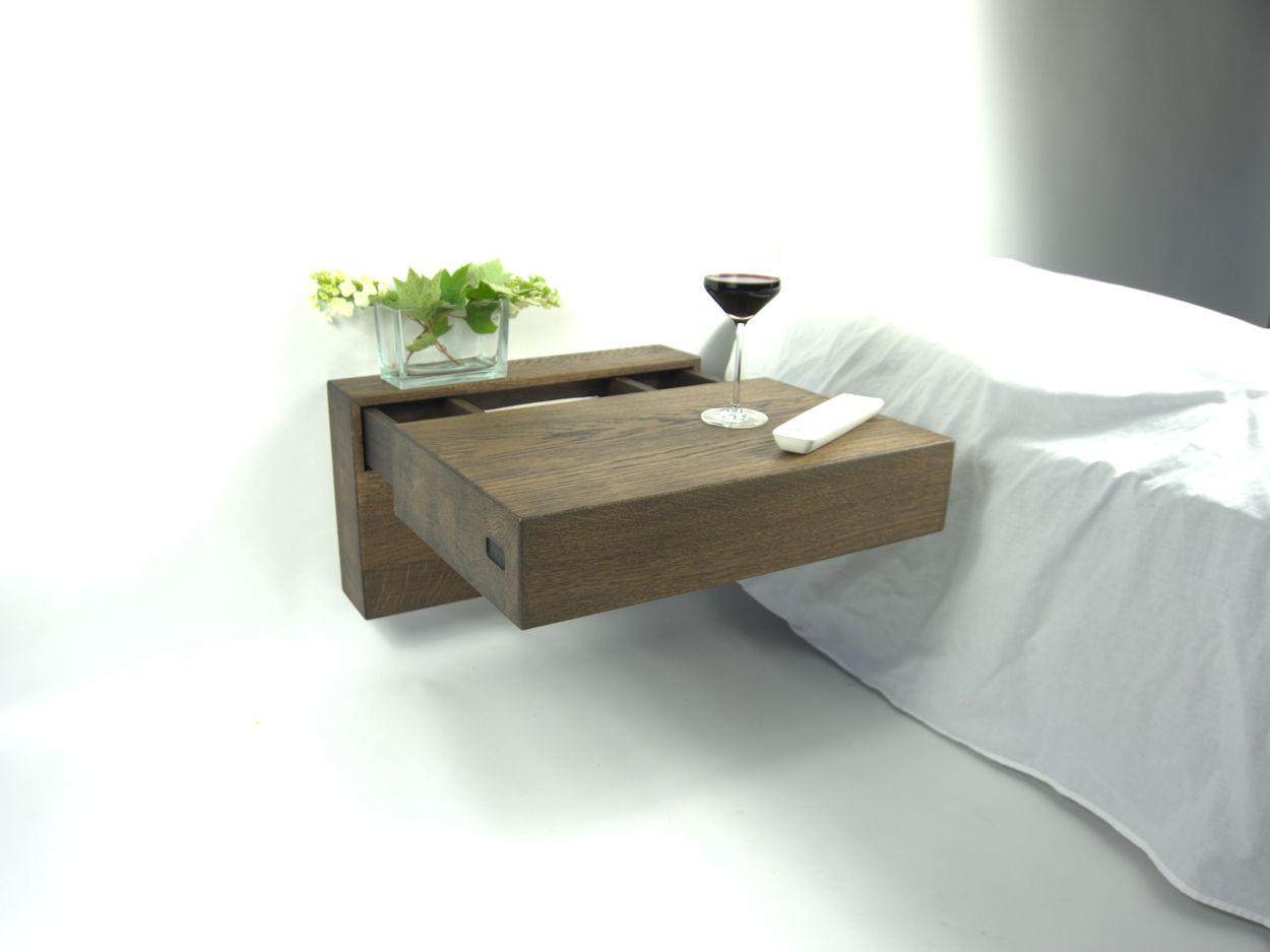 Zwevend / hangend nachtkastje van RHOOTZ. Kleur cacao.
