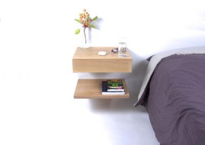 Hangend / zwevend nachtkastje Little Sesam met zwevend schap in naturel eiken