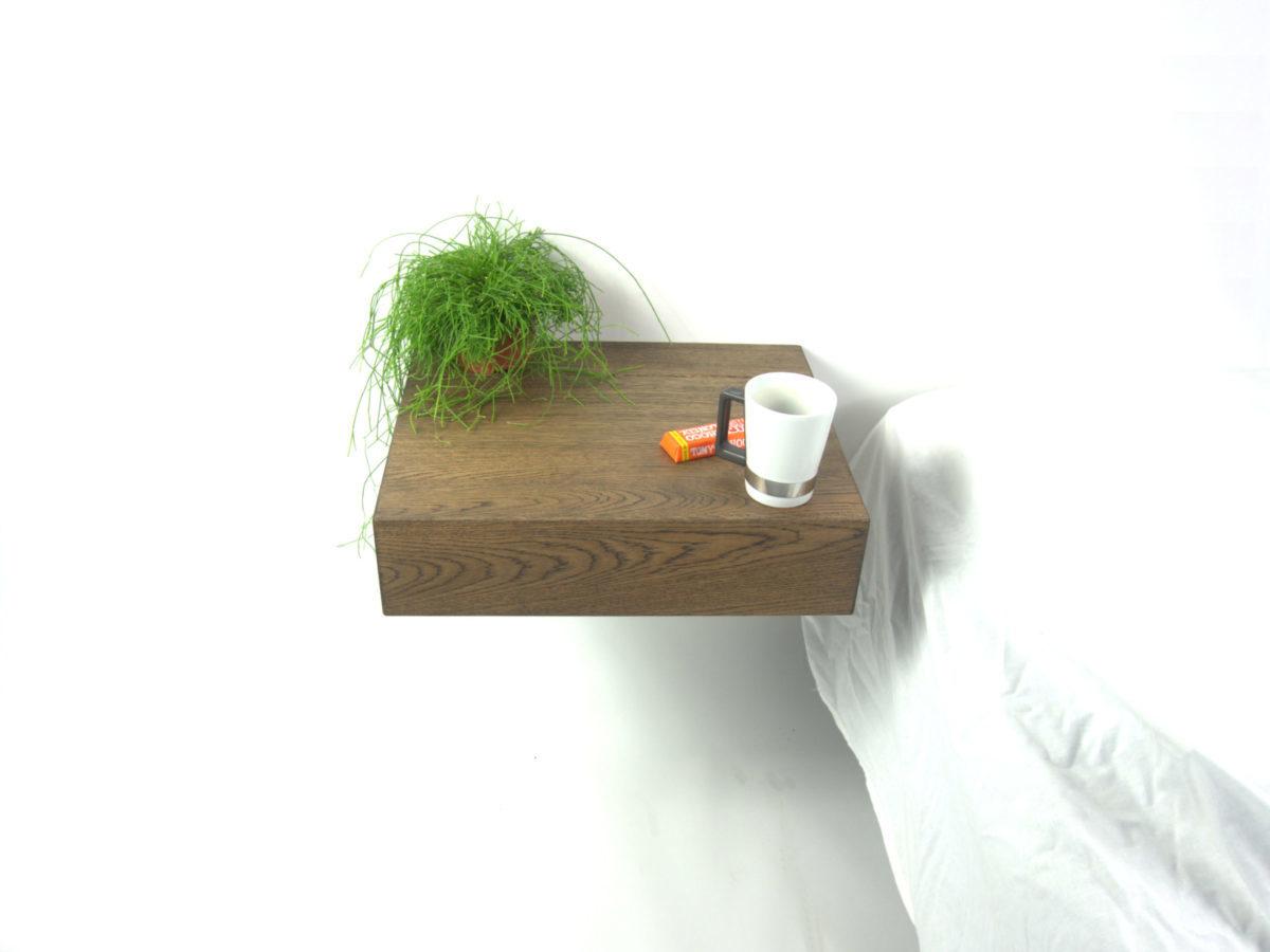 zwevend / hangend nachtkastje van RHOOTZ. Donkerbruin eiken